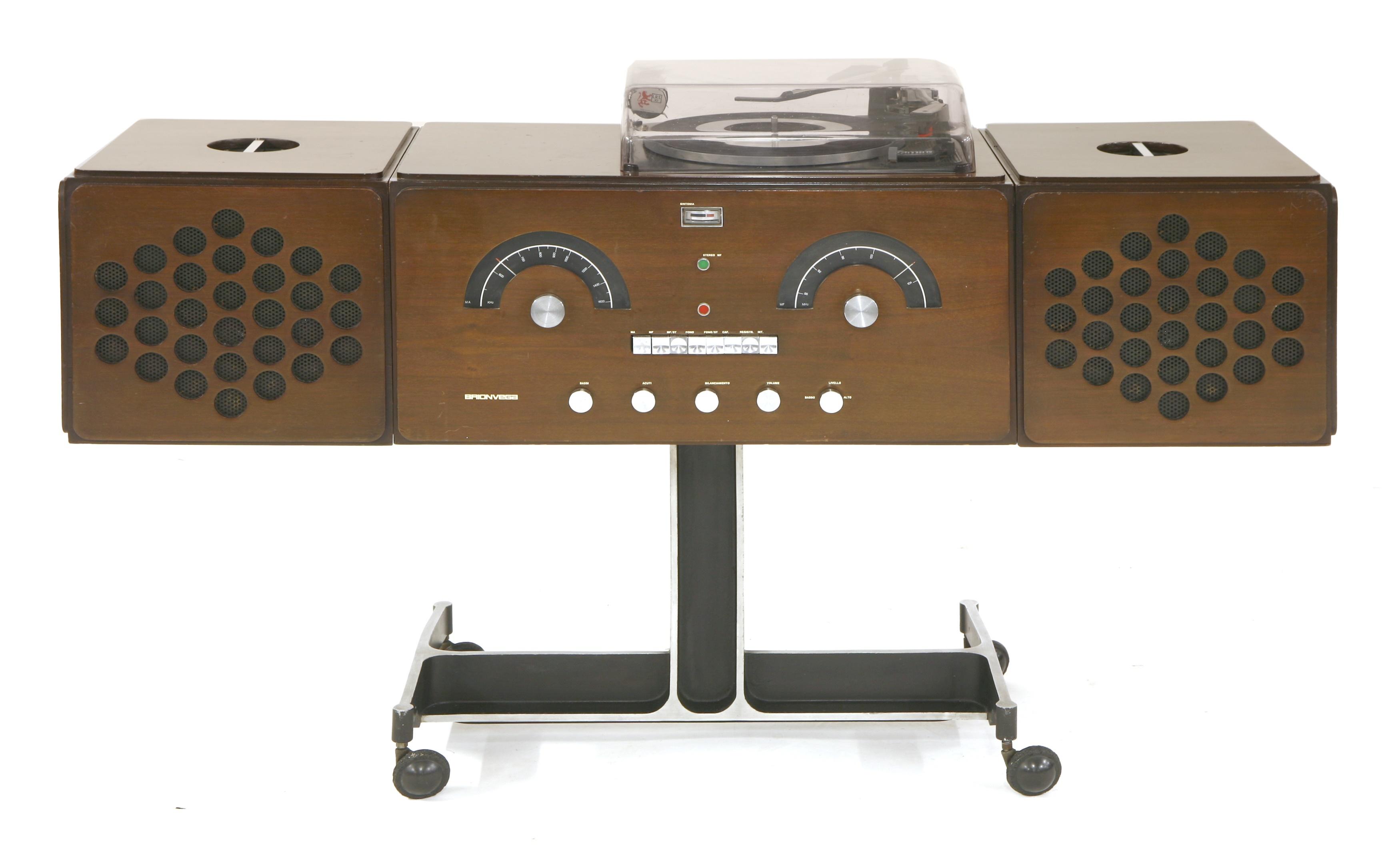 An RR126 Radiofonografo