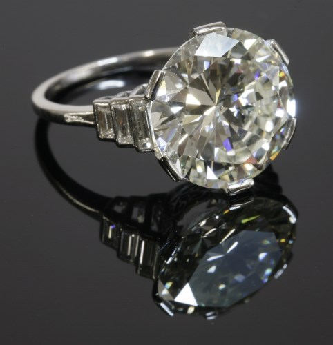 445 - An Art Deco single stone diamond ring
