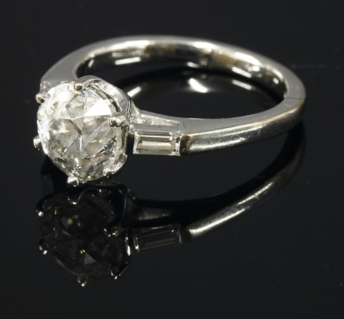 Lot 351 - An 18ct white gold