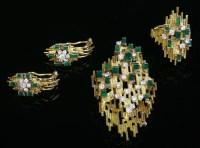 485 - An emerald and diamond brooch/pendant