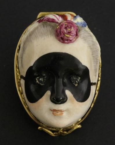 Lot 36-A Chelsea gold-mounted porcelain bonbonnière