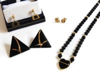 Lot 71A - A single row of onyx beads with gold and onyx heart centrepiece and gold clasp