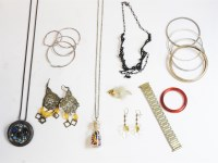 Lot 87 - A collection of costume jewellery