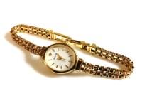 Lot 78 - A 9ct gold ladies Accurist quartz bracelet watch