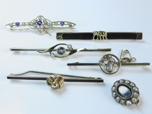 Lot 16-Five assorted bar brooches