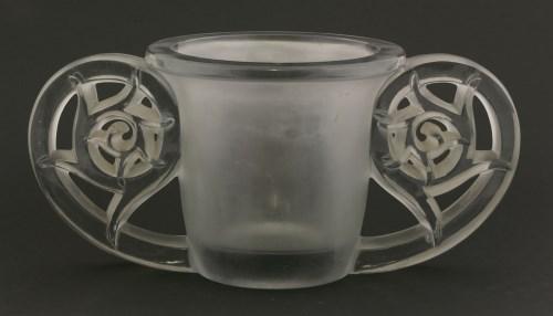 Lot 325 - A René Lalique 'Pierrefonds' glass vase