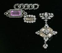 Lot 22 - A silver paste pendant