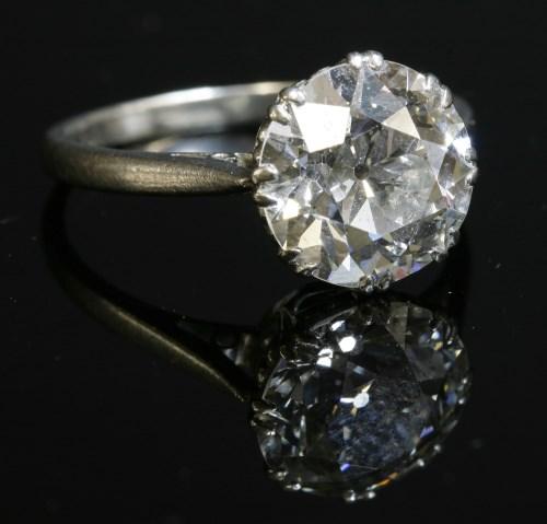 Lot 174 - A single stone diamond ring