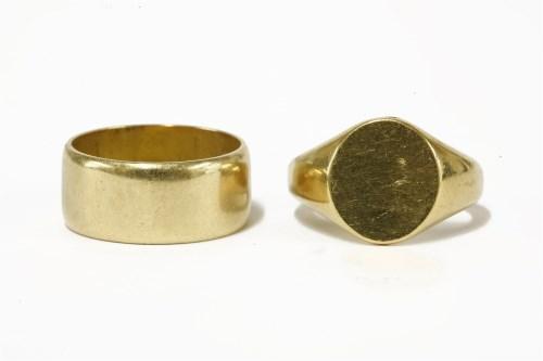 Lot 9-An 18ct gold wedding ring