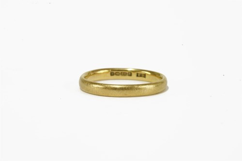 Lot 16-A 22ct gold wedding ring 3.42g