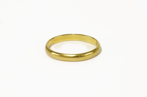 Lot 22-A 22ct gold wedding ring