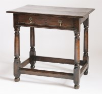 Lot 86 - An oak side table