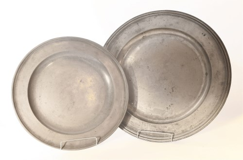 Lot 75 - An English pewter shallow dish