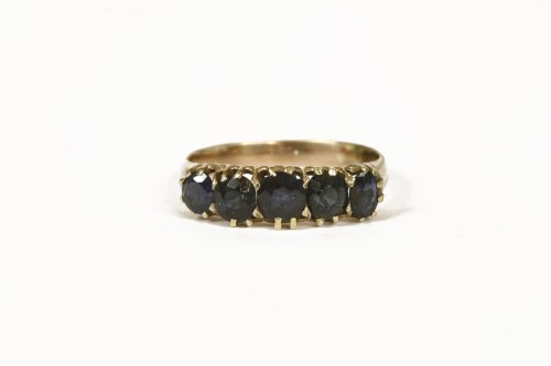 Lot 1001-An Edwardian gold five stone graduated sapphire ring
