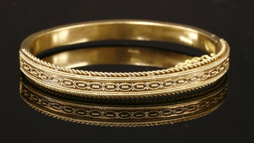 Lot 34-A 15ct gold Victorian Etruscan-style hinged bangle