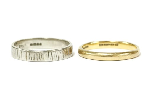 Lot 12-A 22ct gold wedding ring