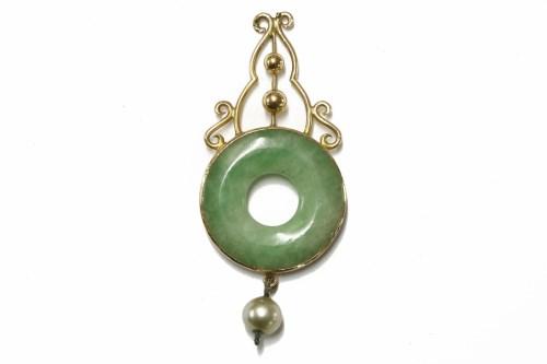 Lot 5-A gold jadeite circular bi-pendant