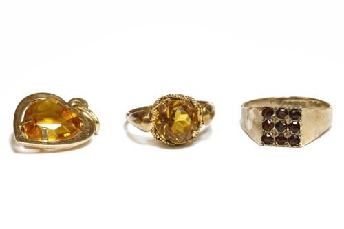 Lot 7-A gentleman's garnet set ring