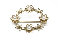 Lot 10-A 9ct gold oval wreath brooch