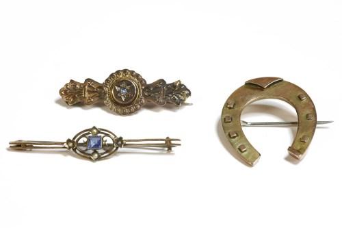 Lot 17-A 9ct gold horseshoe brooch