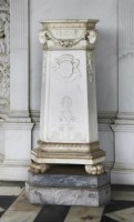 545 - A pair of Roman-style white marble pedestals