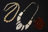 Lot 51 - A mid 20th century bone fringe necklace