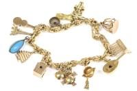 Lot 35-An Italian gold knot link bracelet