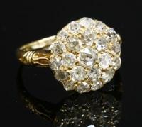 Lot 76 - An Edwardian diamond cluster ring