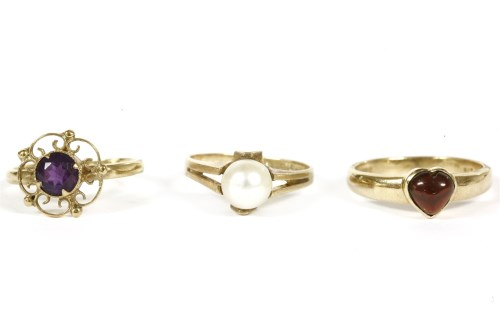 Lot 15-A 9ct gold single stone cultured pearl ring