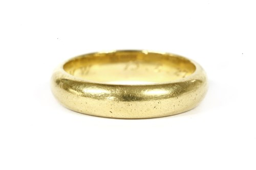 Lot 6-A 22ct gold 'D' shaped wedding ring