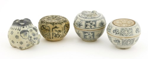 Lot 1025-A collection of Vietnamese blue and white wares