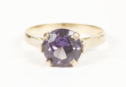 Lot 22-An Egyptian gold synthetic colour change sapphire ring