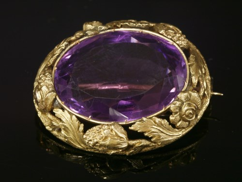 Lot 27-An early Victorian gold amethyst brooch