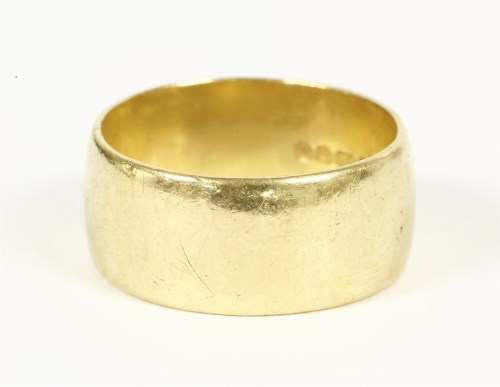 Lot 6-A 22ct gold 'D' section wedding ring