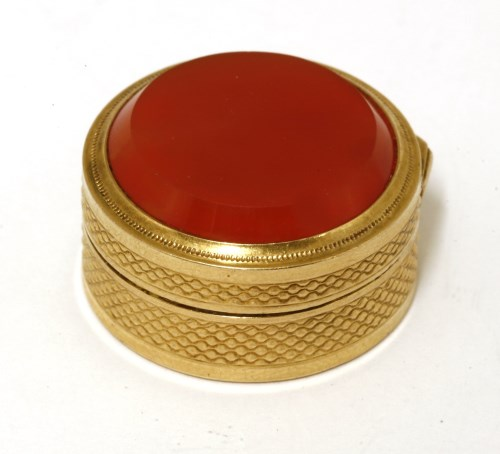 Lot 8-An 18ct gold vinaigrette