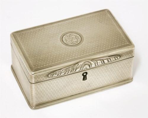 Lot 45-An unusual George IV silver snuff box