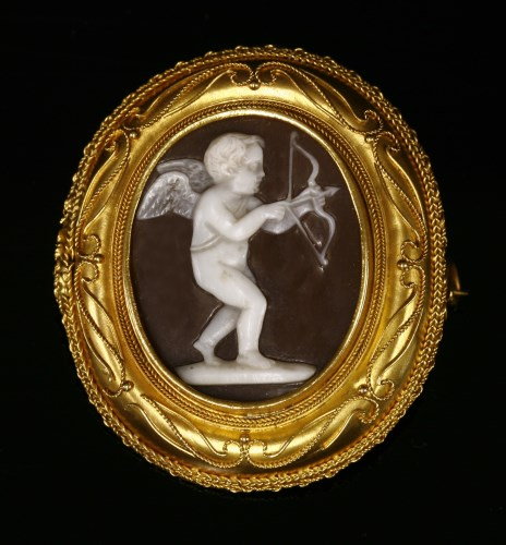Lot 42-A Victorian gold Etruscan Revival shell cameo brooch