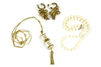 Lot 40-A collection of jewellery