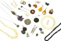 Lot 34-A collection of jewellery