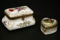 Lot 41-A late 19th/early 20th century porcelain and hand painted patch box