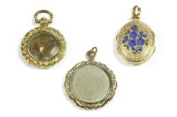Lot 19 - A gold locket