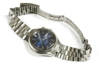 Lot 33 - A gentlemen's stainless steel Seiko Bellmatic bracelet watch