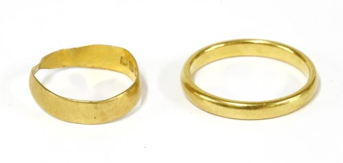 Lot 18-A 22ct gold court shaped wedding ring