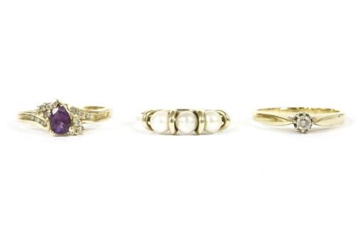 Lot 7-A gold single stone diamond ring