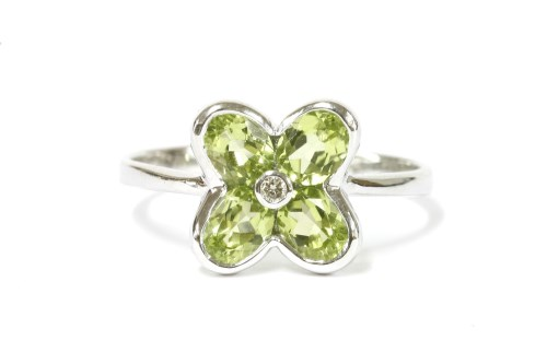 Lot 42 - A white gold peridot and diamond daisy ring