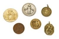 Lot 108 - A quantity of medallions