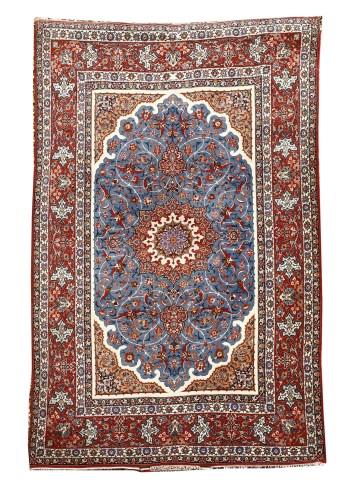 Lot 485-An Isfahan carpet