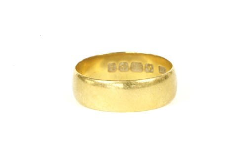 Lot 9-A 22ct gold wedding ring