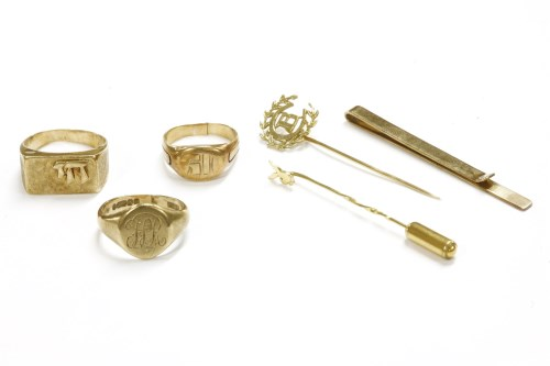 Lot 16-Three assorted signet rings