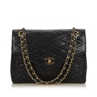 Lot 1056 - A Chanel matelassé leather chain flap bag